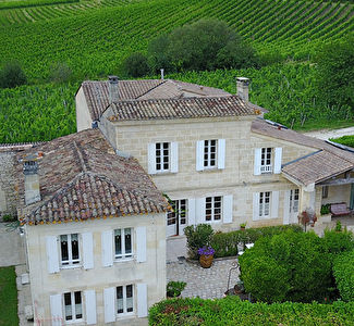GIRONDE : Nice stone house with 2.33 Ha of vines.
