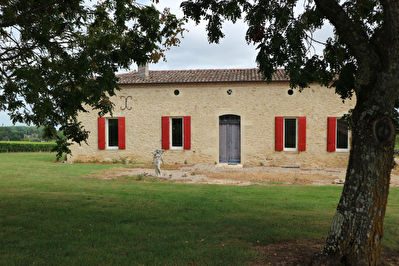 GIRONDE: Nice wine estate of 27 hectares including 26 hectares in vineyards.