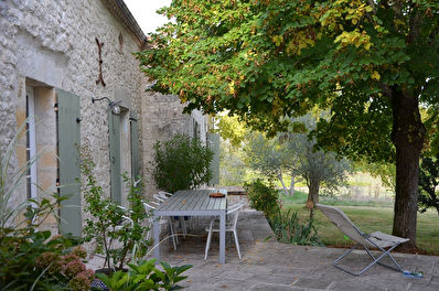 GIRONDE : Lots of charm for this organic property